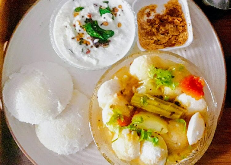 soft idli with sambar chutney