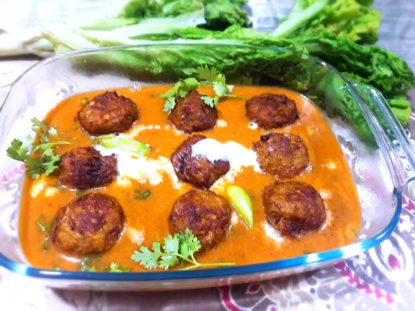 Add this ground chettinad masala to the gravy and simmer for few minutes. Add coriander leaves and transfer to a serving bowl.Gently place the koftas in the gravy and serve piping hot with rice or roti.