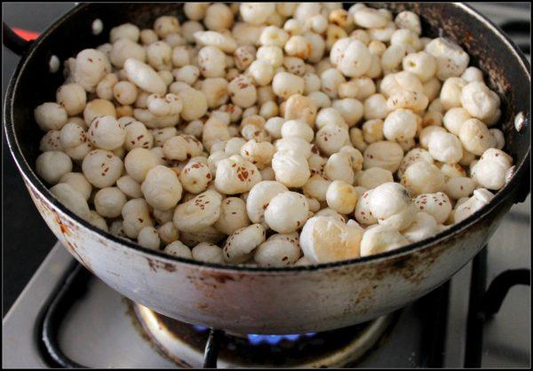 Heat the ghee in a wok and add the Makhana.