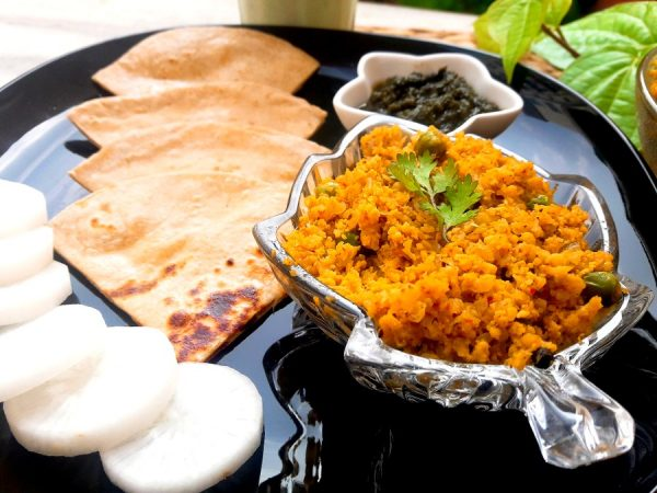 Garnish with the coriander leaves and serve hot with roti, naan, or any bread. Break the roti and scoop up the Keema Gobhi and taste the burst of flavours in your mouth.