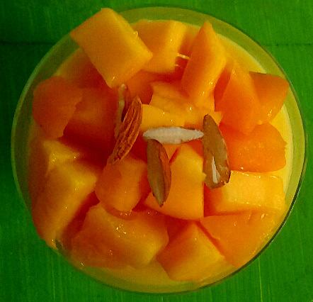Rich Creamy Custard with Mango Slices